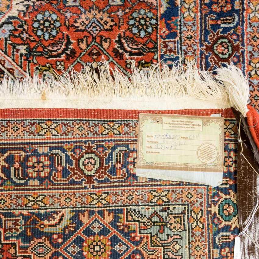 Orient carpet. MIRZAPUR / INDIA, 20. Century, approx. 320x82 cm - photo 2