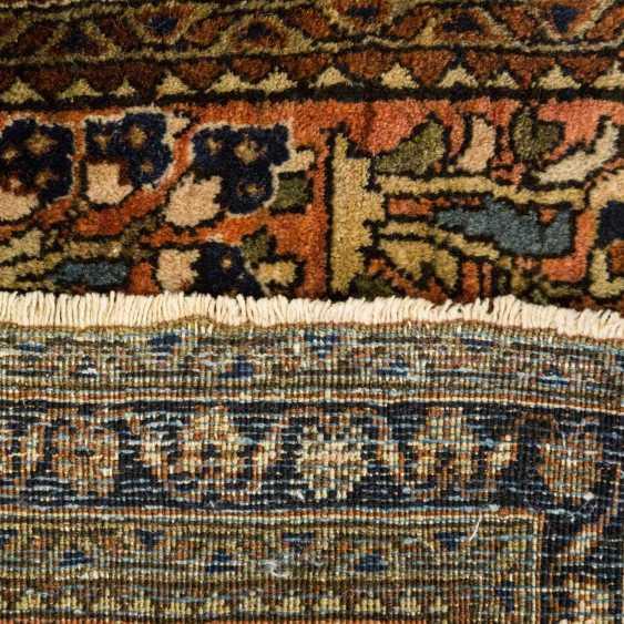 Orient carpet. SARUK / PERSIA, 20. Century, approx. 125x65 cm - photo 2