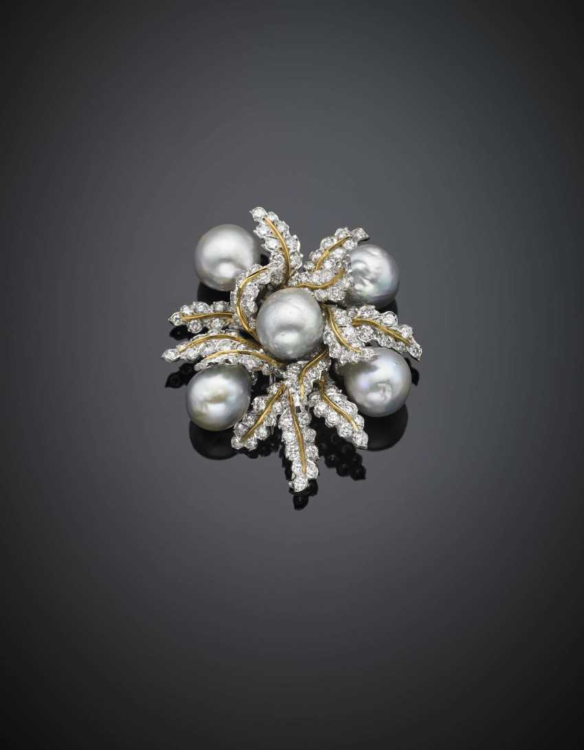 Bi-coloured gold diamond and grey cultured pearl floral brooch - photo 1