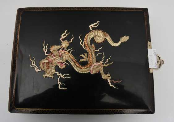 Photo album, matte black/limestone/mother of pearl/silk/fathers, China, around 1920 - photo 1