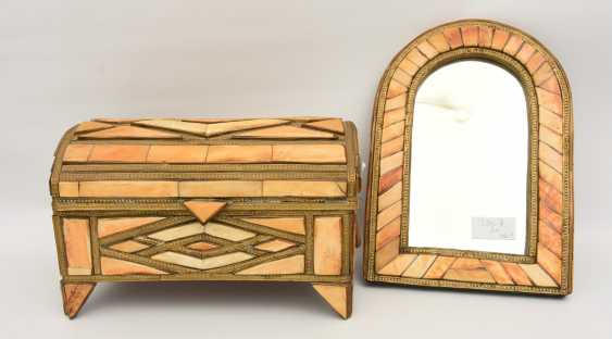 CHEST AND MIRROR, glass/camel bone, North Africa, the middle 20. Century - photo 1