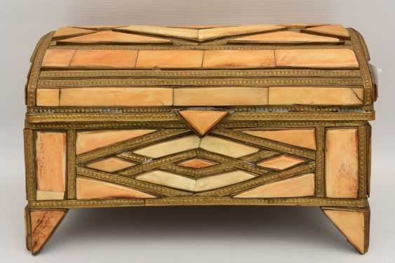 CHEST AND MIRROR, glass/camel bone, North Africa, the middle 20. Century - photo 2
