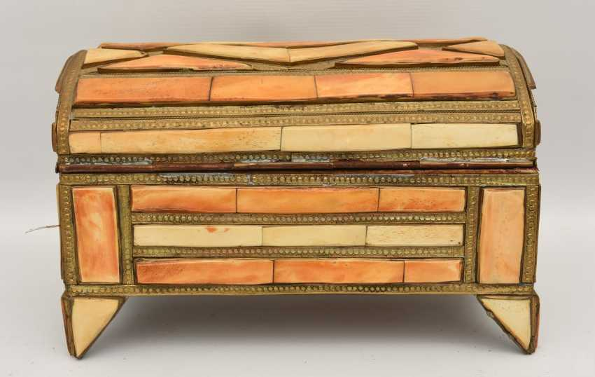 CHEST AND MIRROR, glass/camel bone, North Africa, the middle 20. Century - photo 4