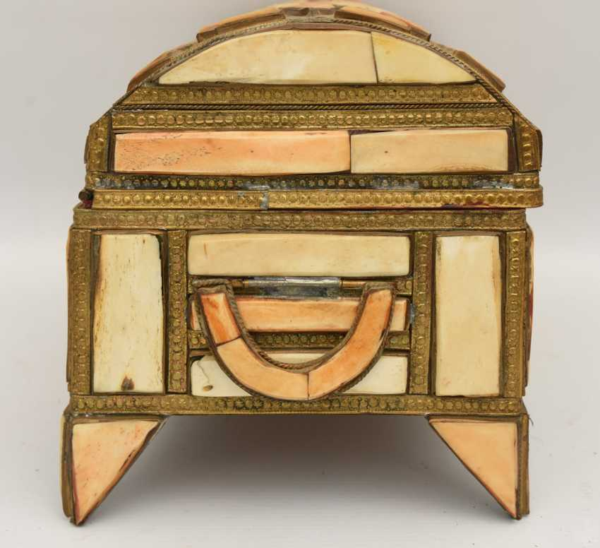 CHEST AND MIRROR, glass/camel bone, North Africa, the middle 20. Century - photo 5