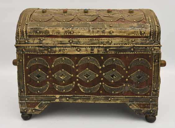 Treasure chest, leather/brass/semi-precious stones, Africa 1. Half of the 20. Century - photo 5