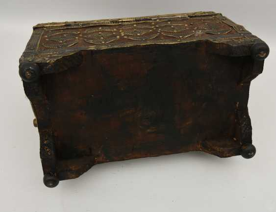 Treasure chest, leather/brass/semi-precious stones, Africa 1. Half of the 20. Century - photo 8
