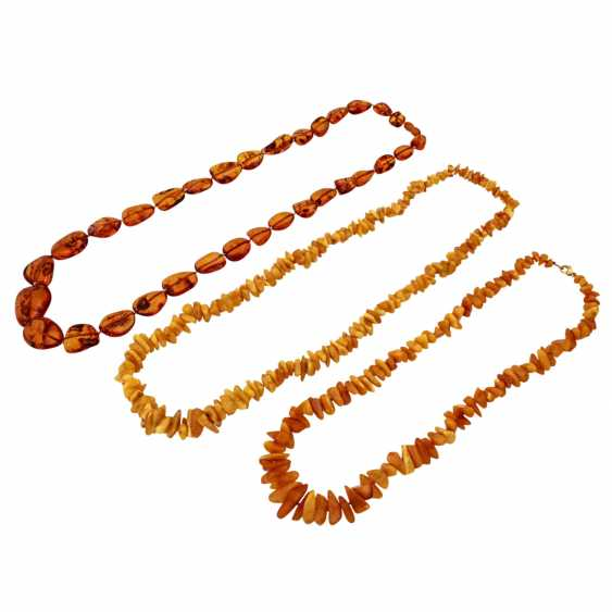 Mixed lot of 3 amber chains, - photo 1