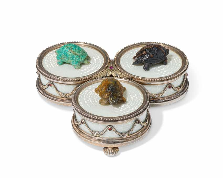 A RARE JEWELLED SILVER-MOUNTED GUILLOCHÉ ENAMEL AND HARDSTON... - photo 1