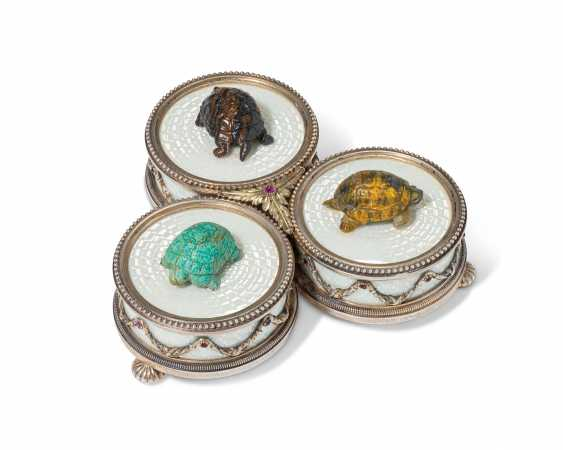 A RARE JEWELLED SILVER-MOUNTED GUILLOCHÉ ENAMEL AND HARDSTON... - photo 2