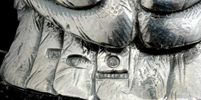 A GEM-SET PARCEL-GILT SILVER INKWELL - photo 3