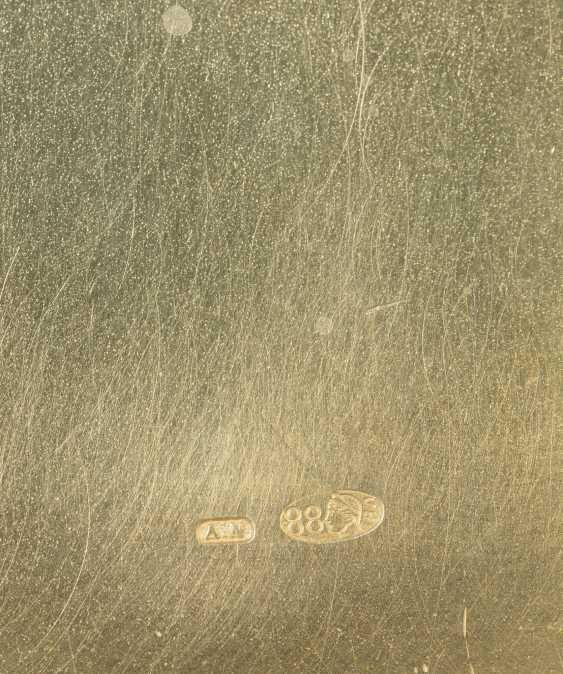 A GEM-SET GOLD-MOUNTED AND GUILLOCHÉ ENAMEL SILVER CIGARETTE... - photo 5