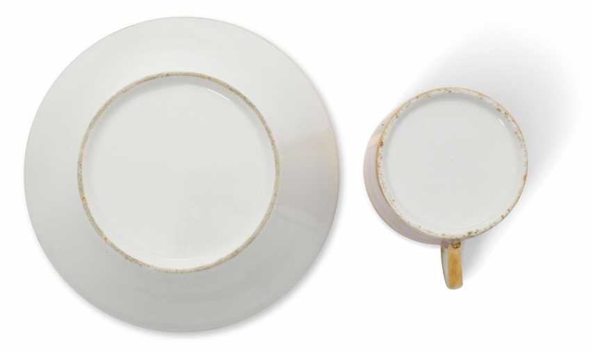 A PORCELAIN CUP AND SAUCER - photo 3