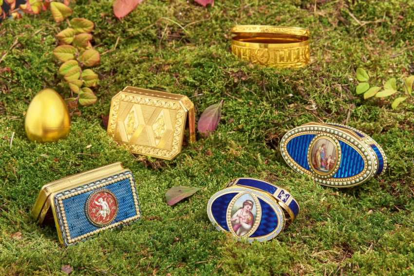 Oval snuffbox with Venus and Cupid - photo 2