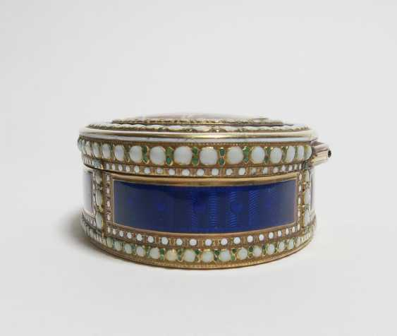 Oval snuffbox with Venus and Cupid - photo 4