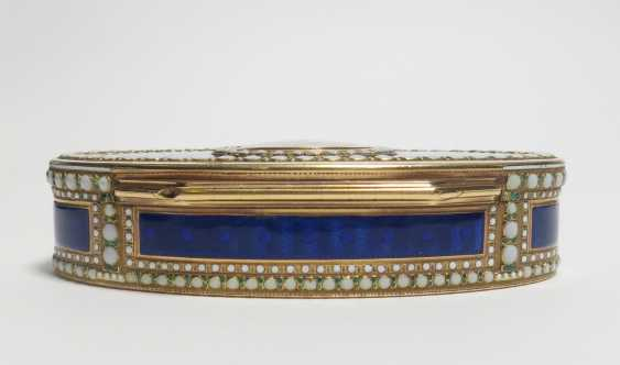 Oval snuffbox with Venus and Cupid - photo 5