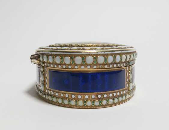 Oval snuffbox with Venus and Cupid - photo 6