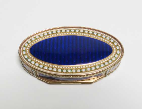 Oval snuffbox with Venus and Cupid - photo 7