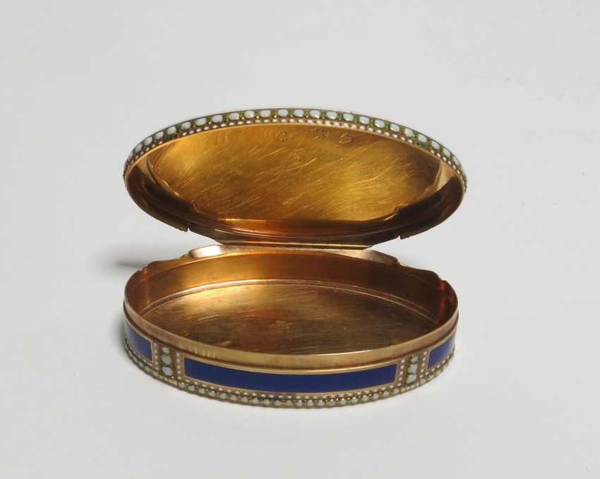 Oval snuffbox with Venus and Cupid - photo 8