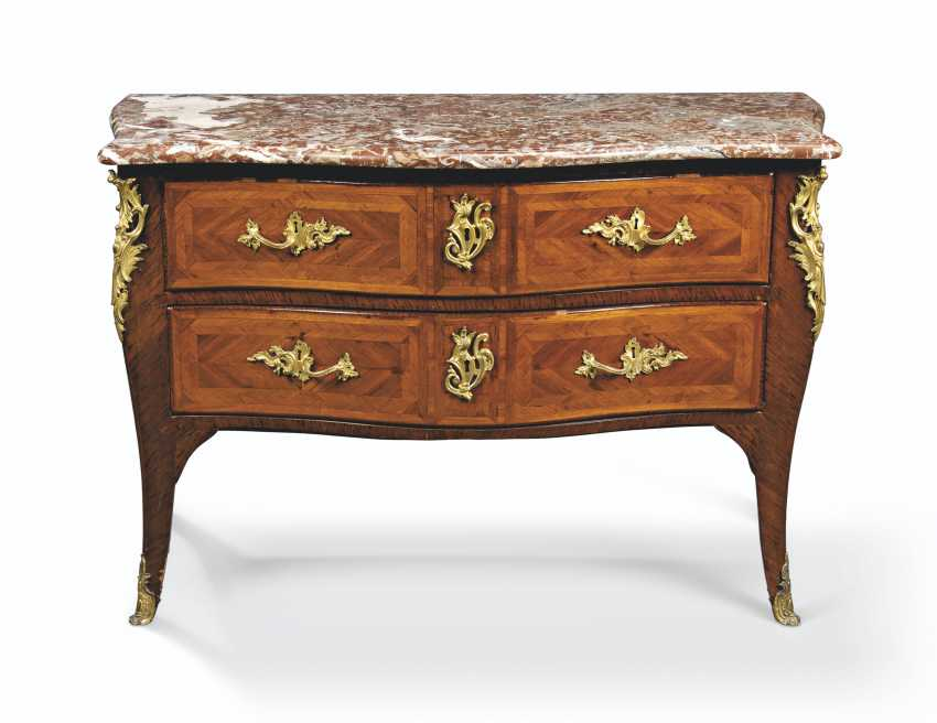 A LOUIS XV ORMOLU-MOUNTED TULIPWOOD PARQUETRY COMMODE - photo 1