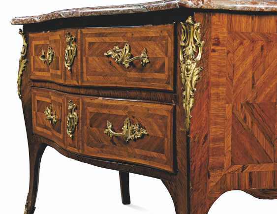 A LOUIS XV ORMOLU-MOUNTED TULIPWOOD PARQUETRY COMMODE - photo 3