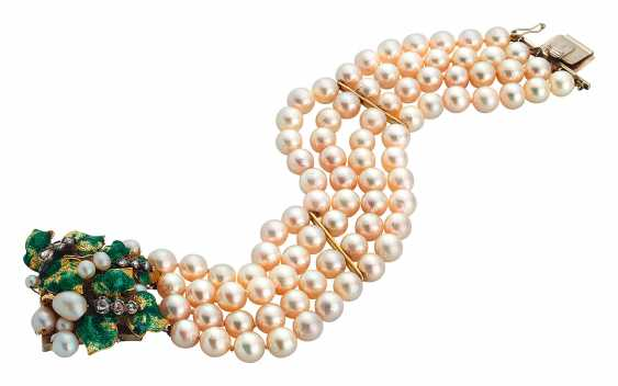 Pearl bracelet with leaf clasp - photo 1