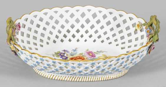 Handle basket with forget-me-not flowers - photo 1