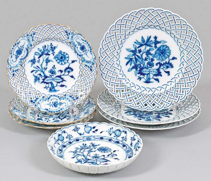 Small collection of porcelains with onion pattern decoration - photo 1
