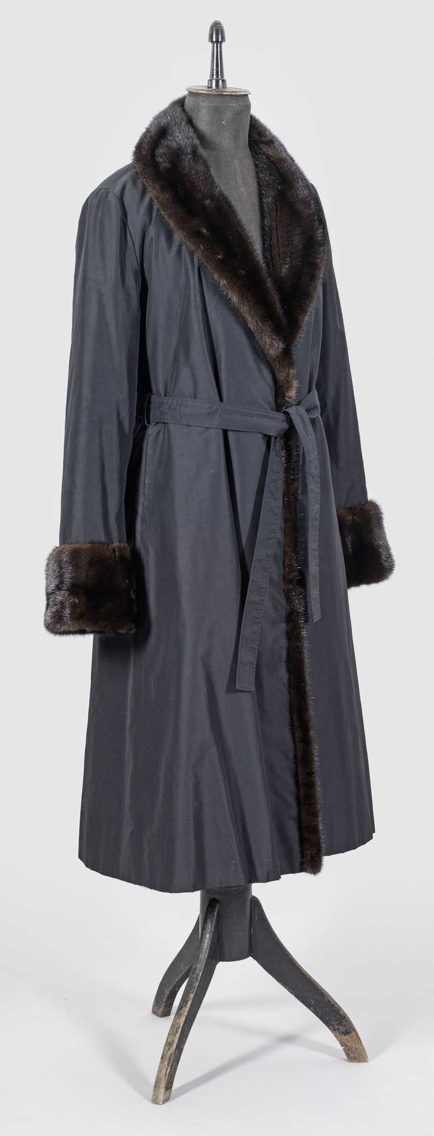 Long women's coat with mink lining - photo 1