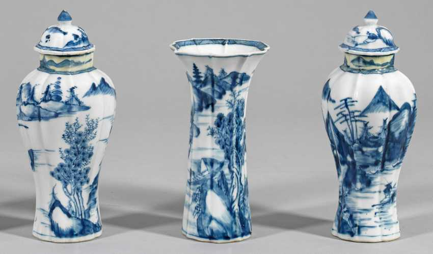 Drei Blauweiß-Vasen mit Flußlandschaft - photo 1