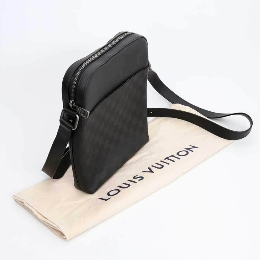 b3460221a339 Lot 4. LOUIS VUITTON latest bag