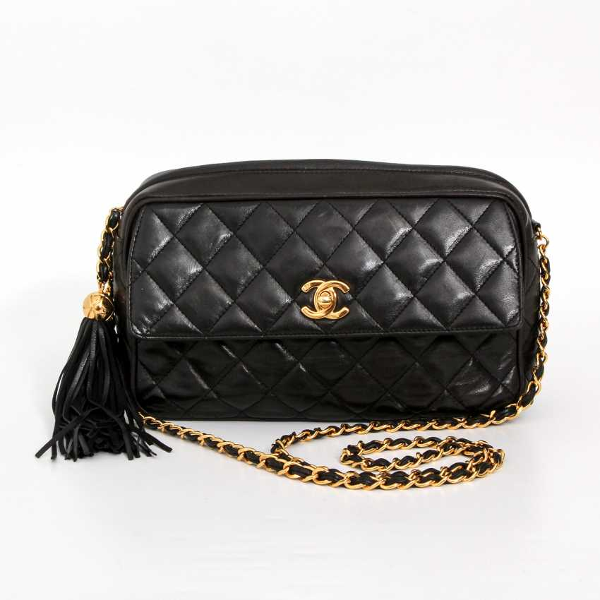 dd9f6cd83571 Lot 20. CHANEL VINTAGE distinctive shoulder bag