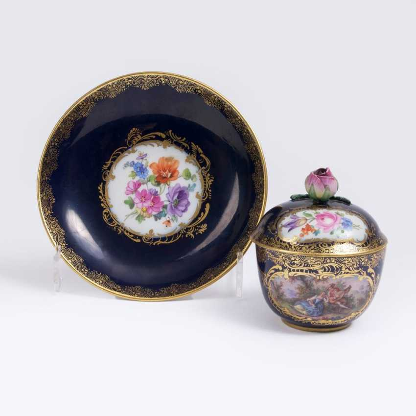 Cobalt blue lidded cup with Watteau scene - photo 1