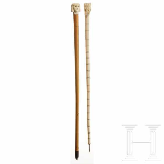 Deux bâtons de marche en ivoire sculpté, Europe / Egypte, vers 1900 - photo 1