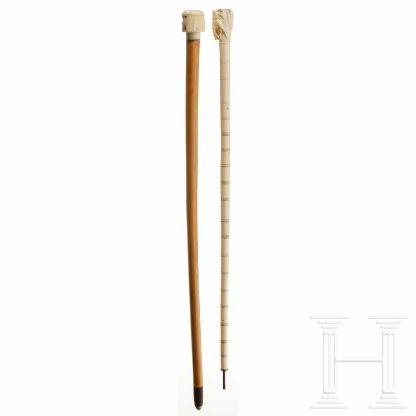 Deux bâtons de marche en ivoire sculpté, Europe / Egypte, vers 1900 - photo 2