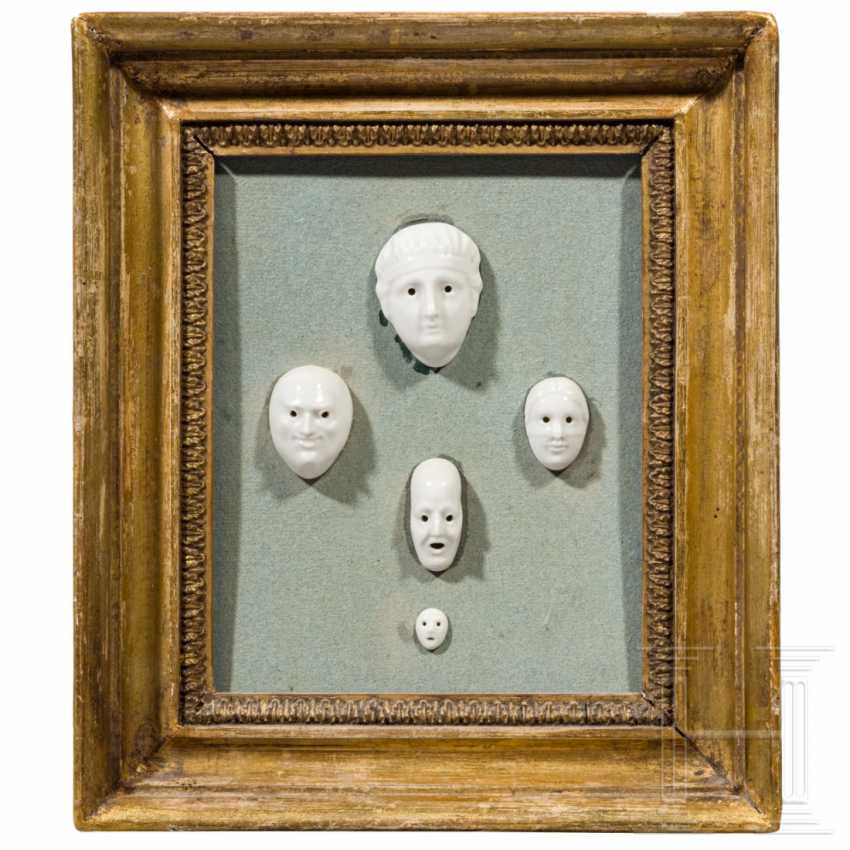 Classicist frame with porcelain mascarons, designed by August Göhrings (1891 - 1965), Nymphenburg, 20th century - photo 1