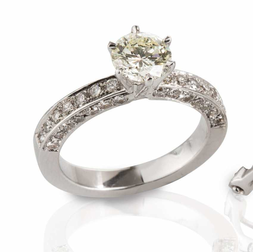 Ring with brilliant-cut diamonds, - photo 1