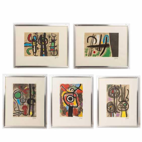 "MIRÓ, Joan, AFTER (1893-1983), 5 color lithographs ""Figural Composition"", - photo 1"