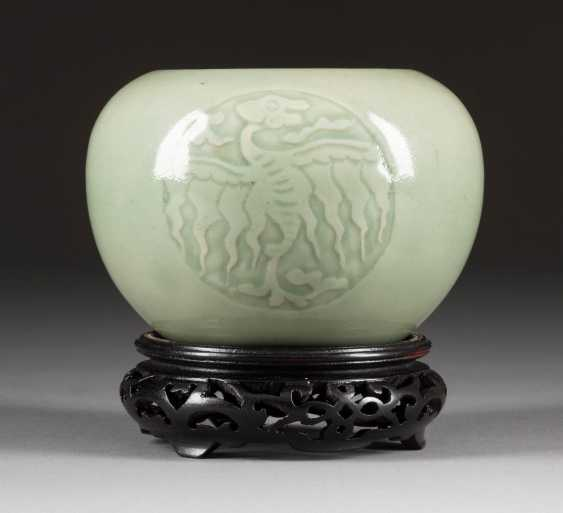 SELADON POT WITH DECORATION OF THE PHOENIX China - photo 1