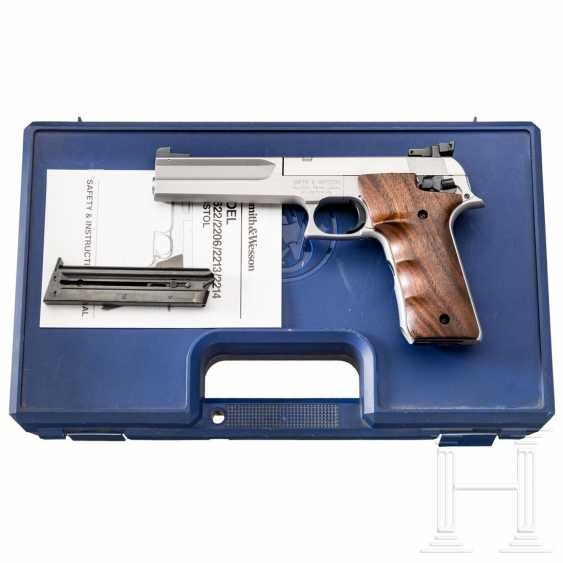 Smith & Wesson Mod 2206TGT, in a case - photo 1