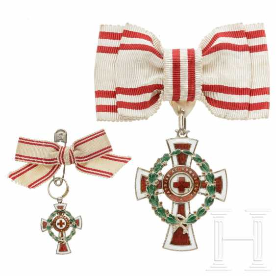Medal of honor 2nd class of the Austrian Red Cross with war decoration, with miniature, each on a ladies' bow - photo 1