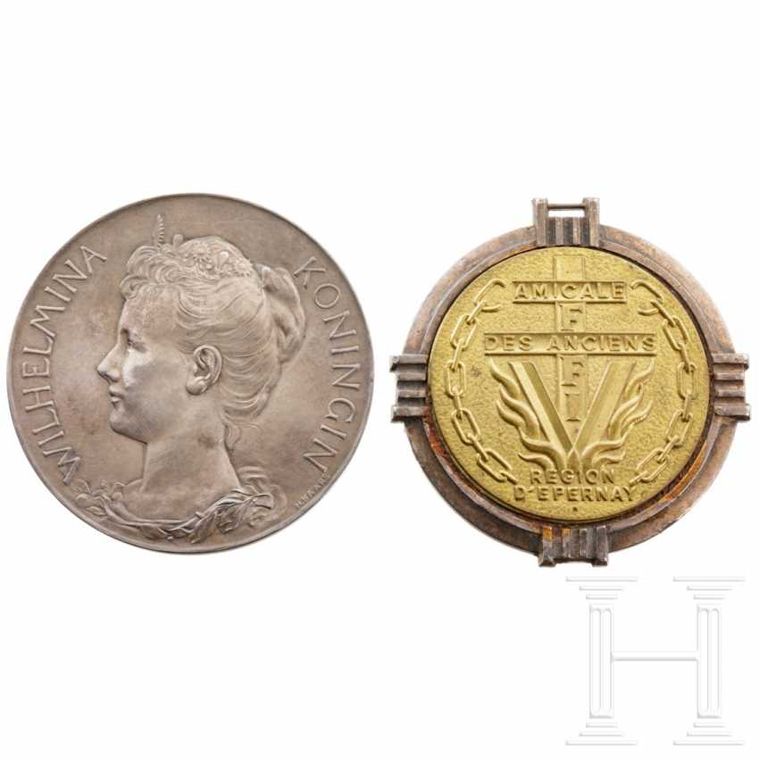 Silver medal on Wilhelmina, Queen of the Netherlands (1890-1948), Netherlands - photo 2