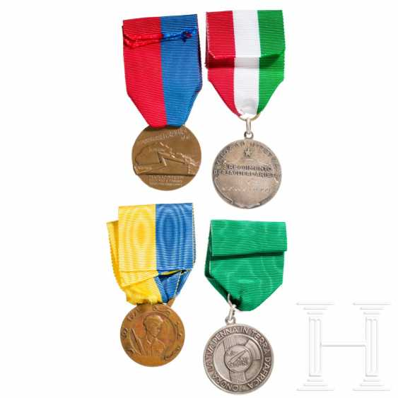 Four medals, Italy, 20th century - photo 2