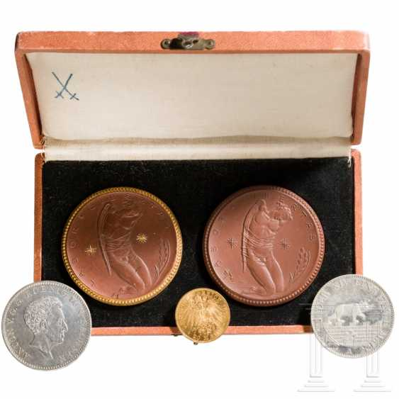 Porcelain Manufactory Meissen - medals in a case, gold and silver coins - German Empire, around 1900 - photo 1