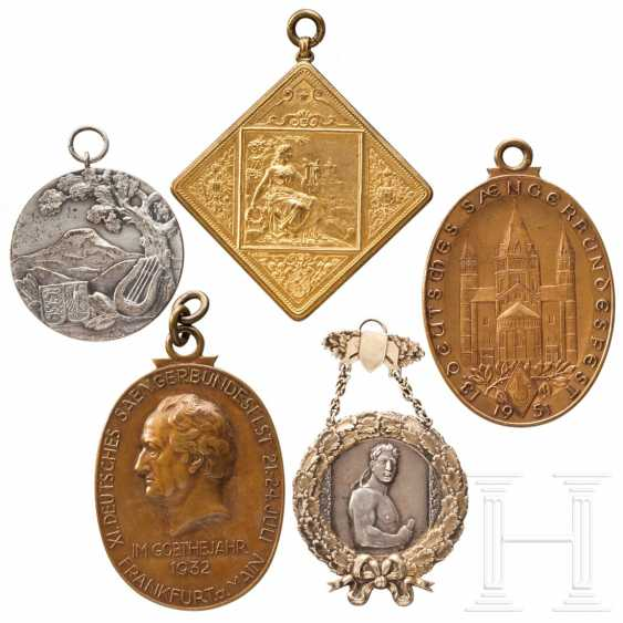 Five large medals and plaques from German National Singers' Festivals - photo 1