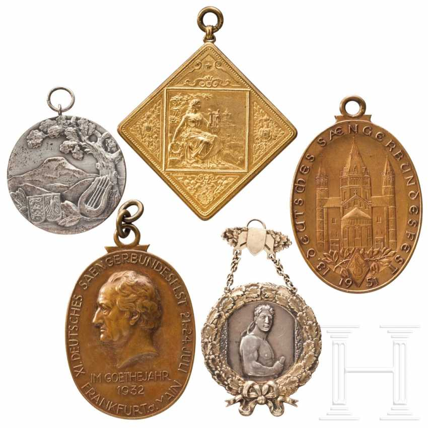 Five large medals and plaques from German National Singers' Festivals - photo 3