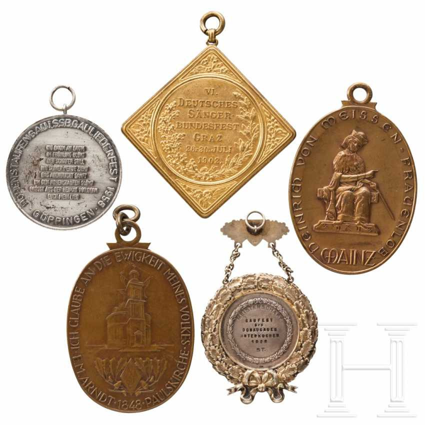 Five large medals and plaques from German National Singers' Festivals - photo 4