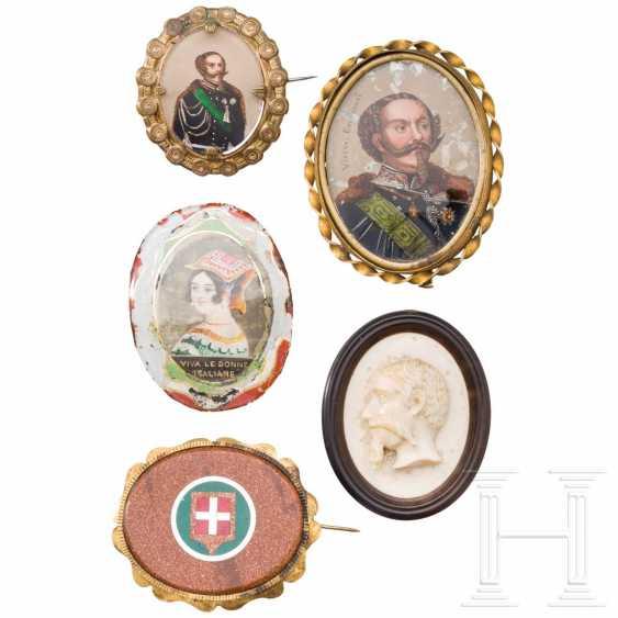 Five medallions, 19./20. century - photo 1