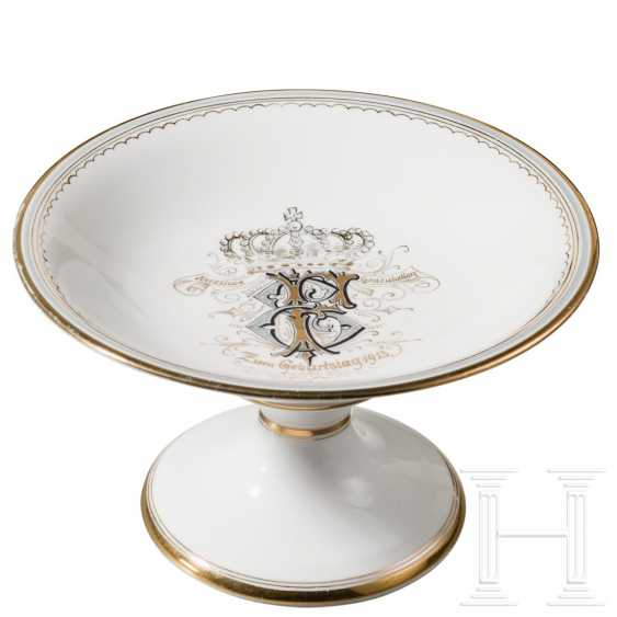 Gilded porcelain bowl, dated 1913 - photo 1