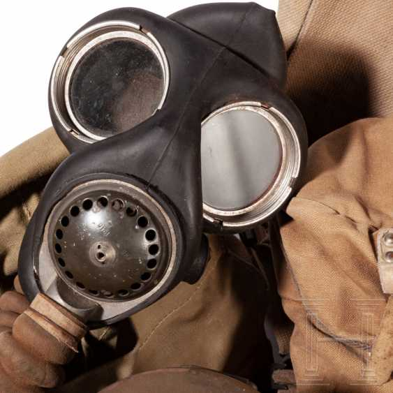 Ten gas masks with a container, different nations, World War II - photo 3