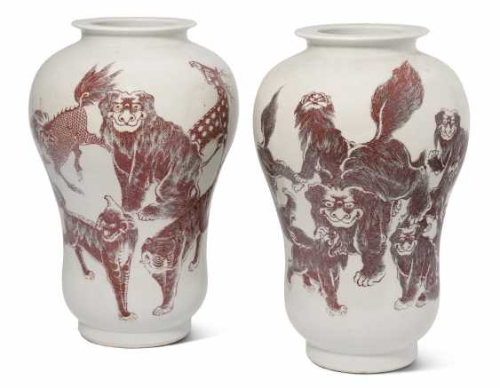 1 Pair Of Vases